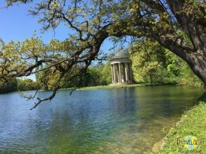 München: Spaziergang im Park des Schloss Nymphenburg. (2)