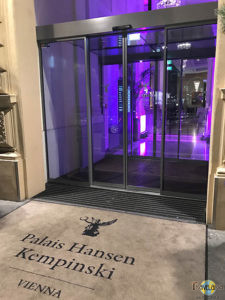 Palais Hansen Kempinski: by night. (2)