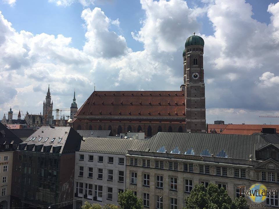Muenchen-Bayr-Hof-Frauenkirche
